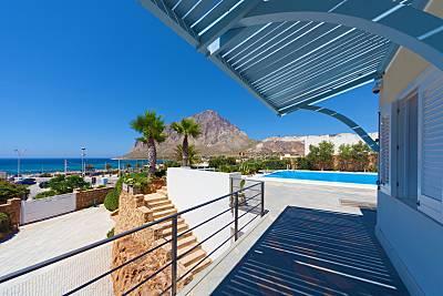 Lussuosa villa con piscina a 10 metri dal mare Trapani