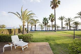 Villa for 10-12 people on the beach front line Murcia