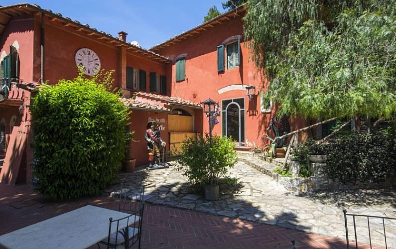 Appartement pour 4 personnes avec piscine tabaccaia san - Piscina san giuliano terme orari ...