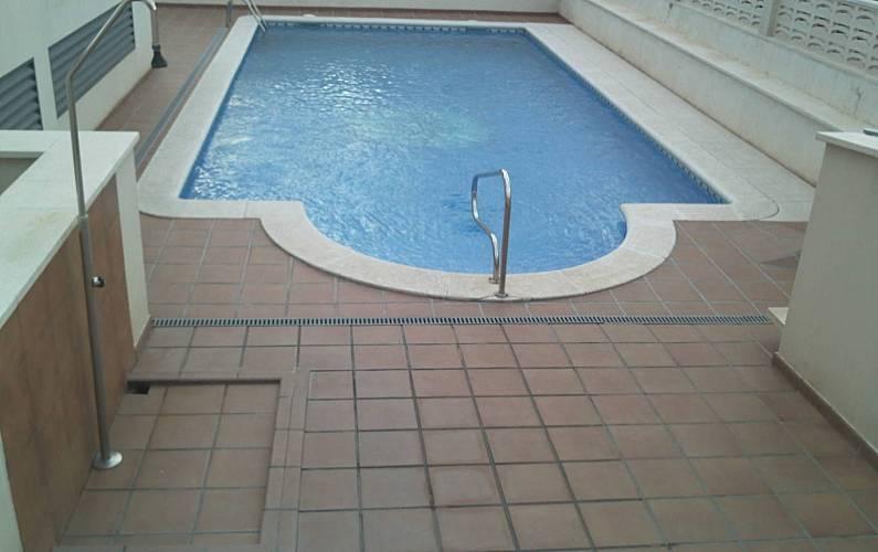 Apartamento en alquiler en tarragona comarruga barri for Piscina el vendrell