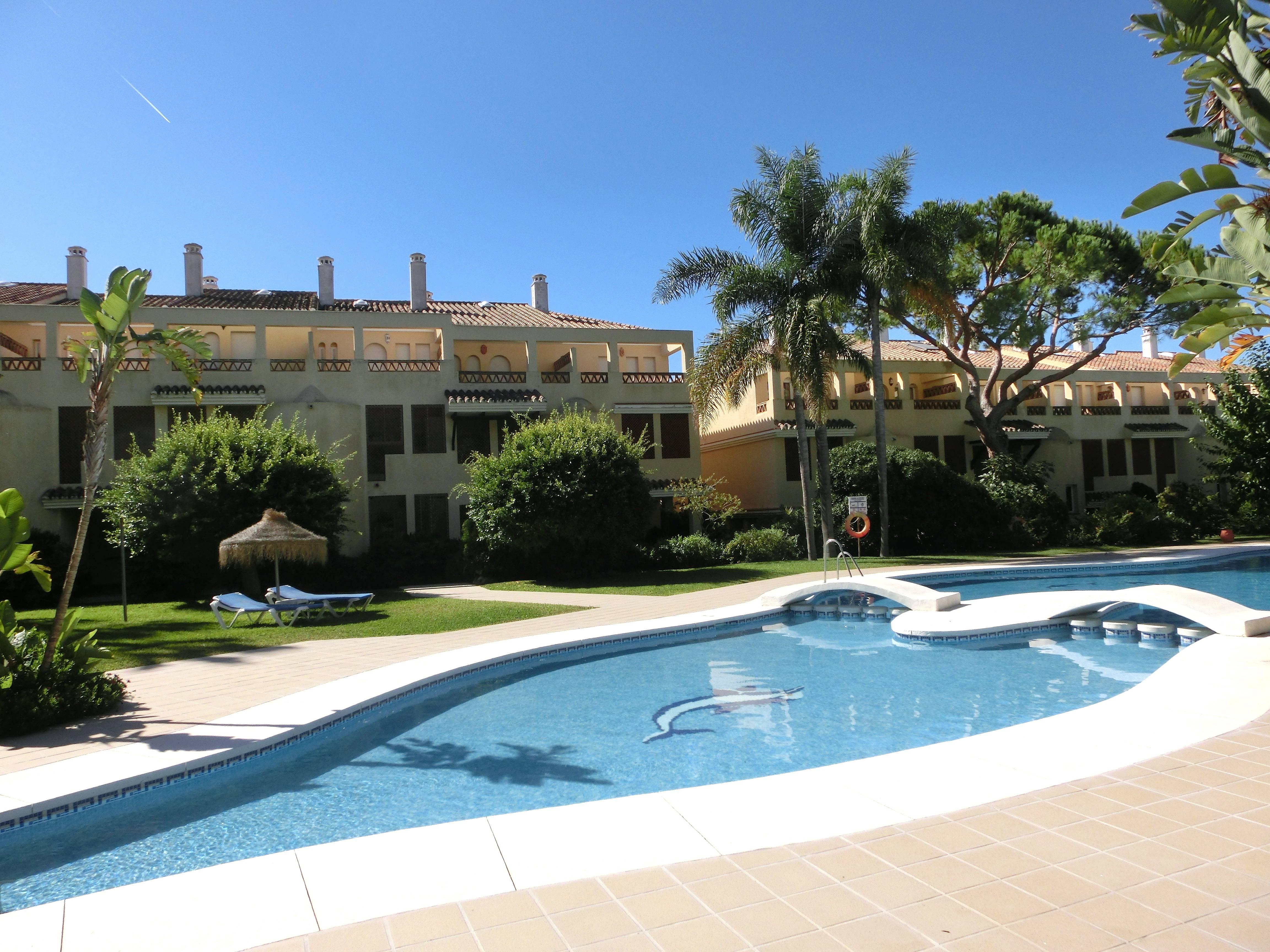 Apartamento de 3 habitaciones a 25 m de la playa elviria for La clave marbella