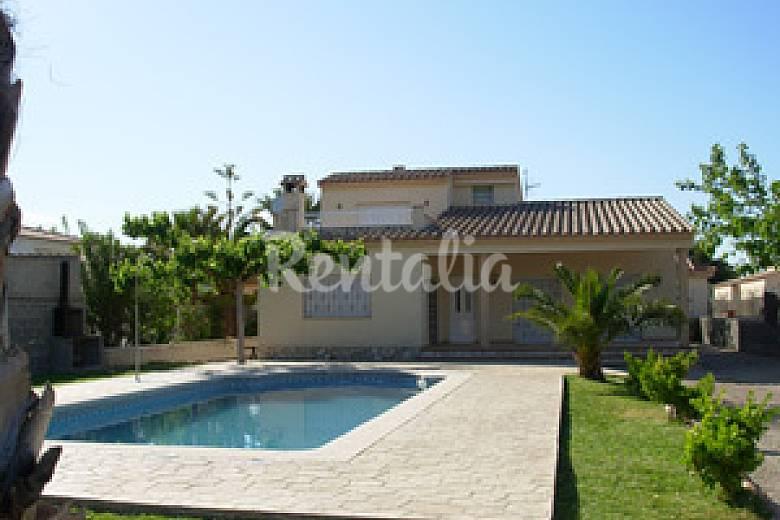 casas para 4-6-8-10 personas a 200mts playa Tarragona