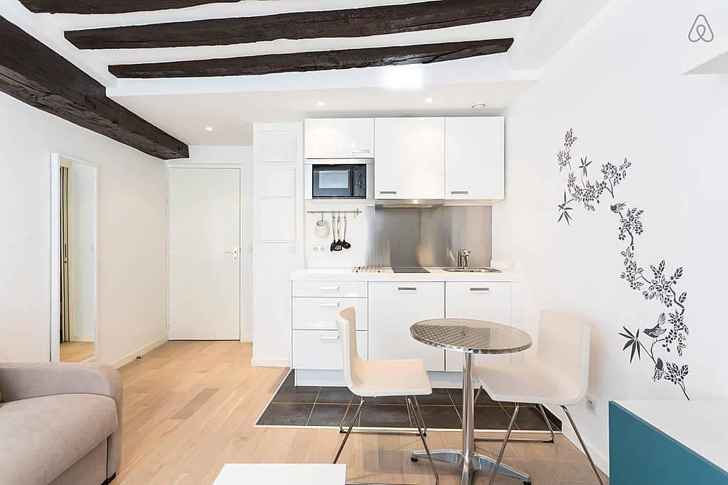 wohnung zur miete in paris paris 18e paris paris. Black Bedroom Furniture Sets. Home Design Ideas
