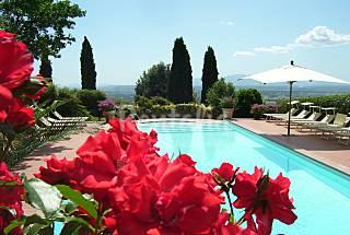 11 Appartamenti  con piscina e campo da tennis Firenze