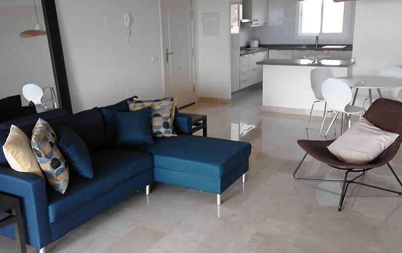 Apartamento en alquiler a 1200 m de la playa sitio de for Costa muebles mijas