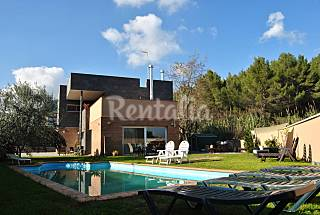Villa for 10-16 people with swimming pool Barcelona