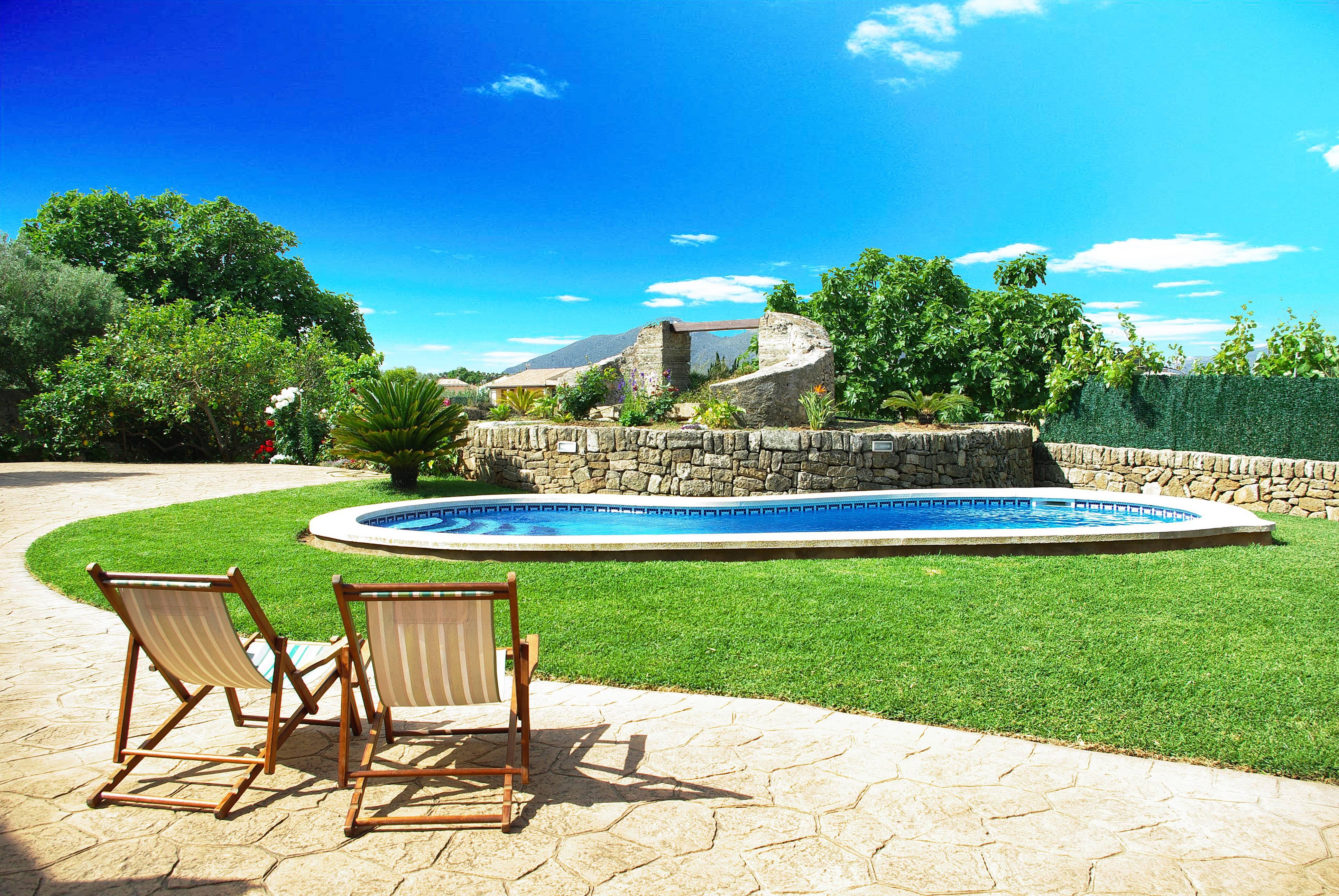 Villa con piscina privada y amplio jard n marina manresa for Piscina y jardin mallorca