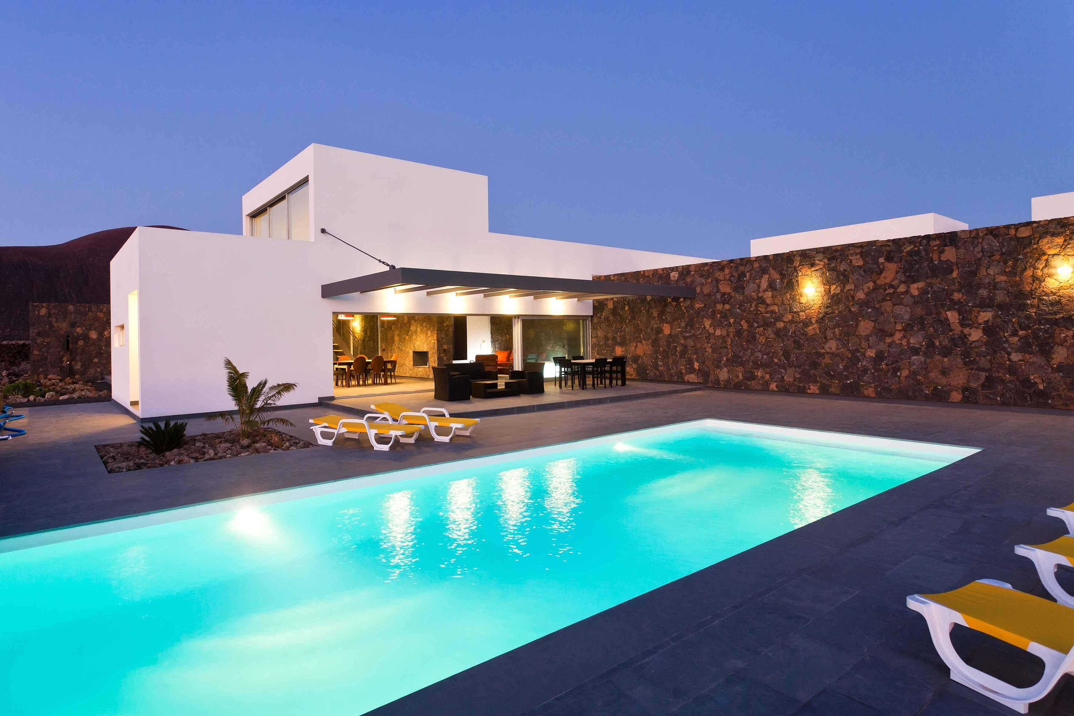 villa lujo 12 personas piscina climatizada wifi lajares