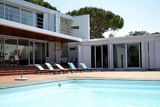 Casa de luxo com piscina a 600 metros da praia colares for Piscina 100 metros portugal