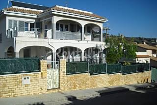 Casa de 4 habitaciones, 2 baños, piscina , jardín Tarragona