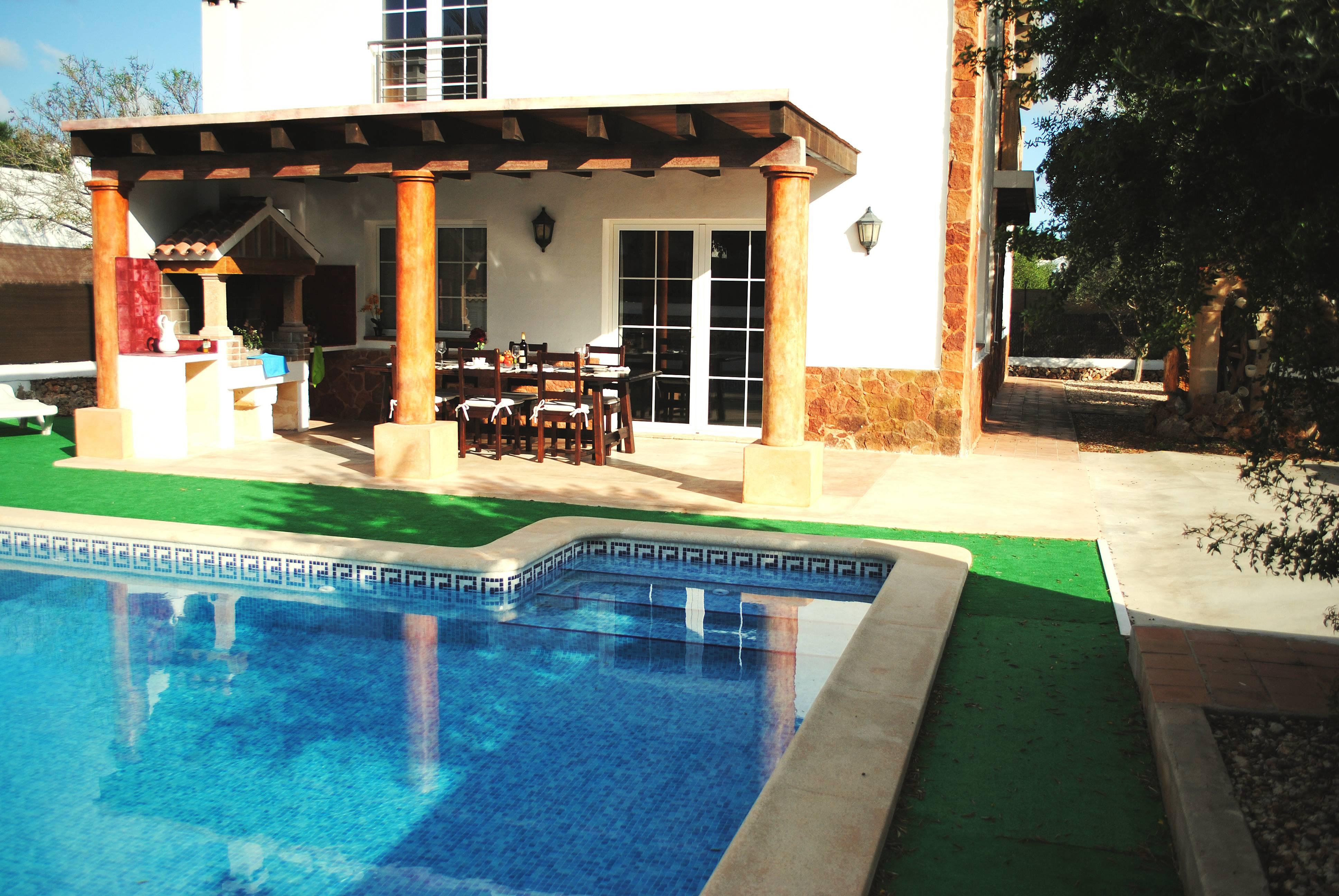 Villa con jard n y piscina privada ciutadella de menorca for Villas con piscina privada