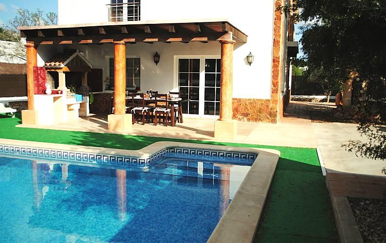 Villa con jard n y piscina privada ciutadella de menorca for Jardin hormiguita viajera villa bosch