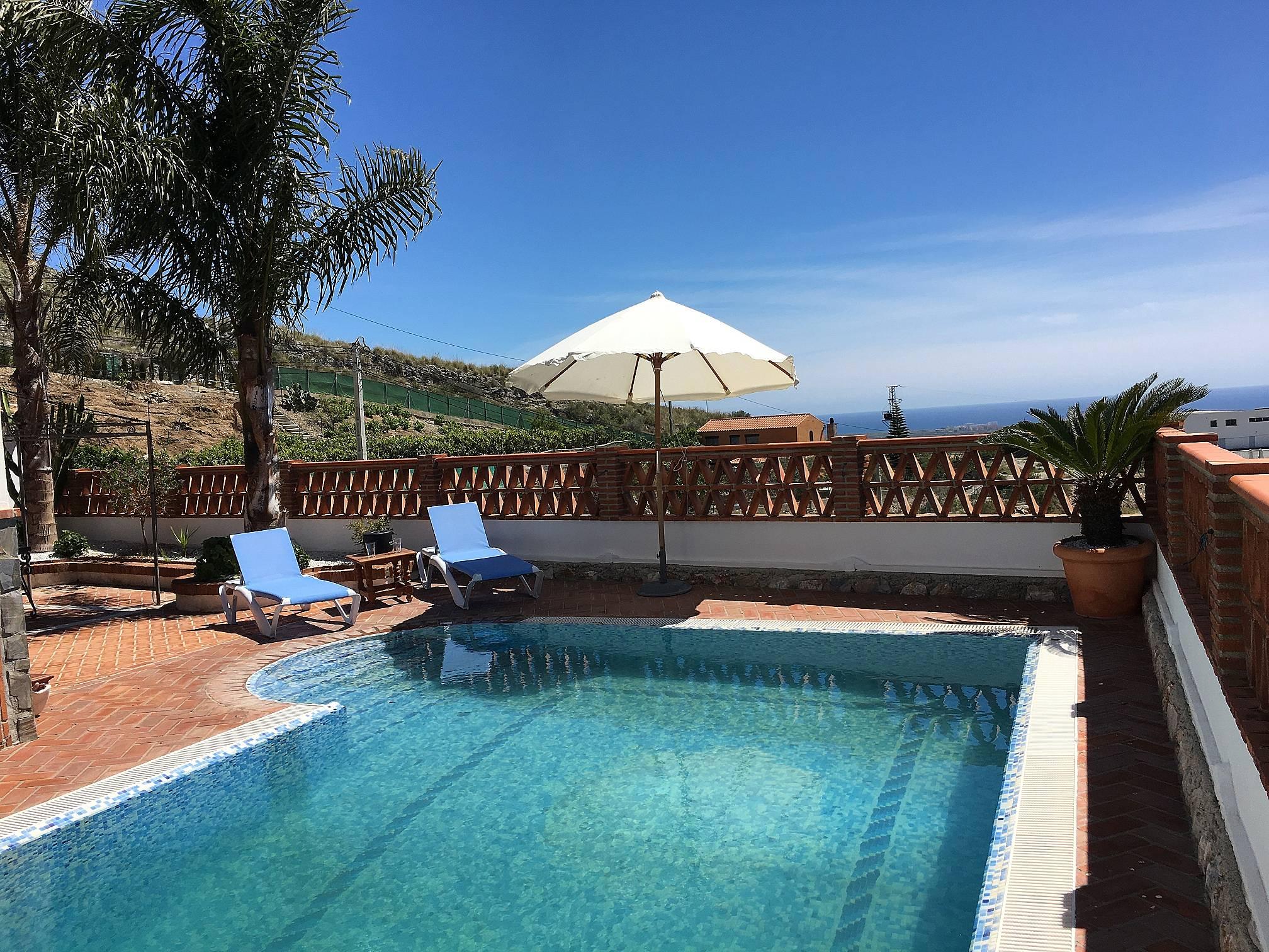 preciosa casa rural con piscina y barbacoa privada