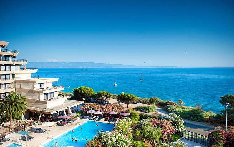 Maison en location avec vue sur mer ajaccio corse du sud for Ajaccio location maison