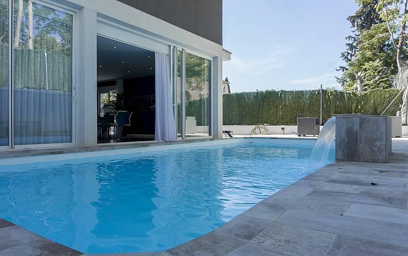 Villa a 200 metros playa piscina privada h kasher for Piscina 50 metros barcelona