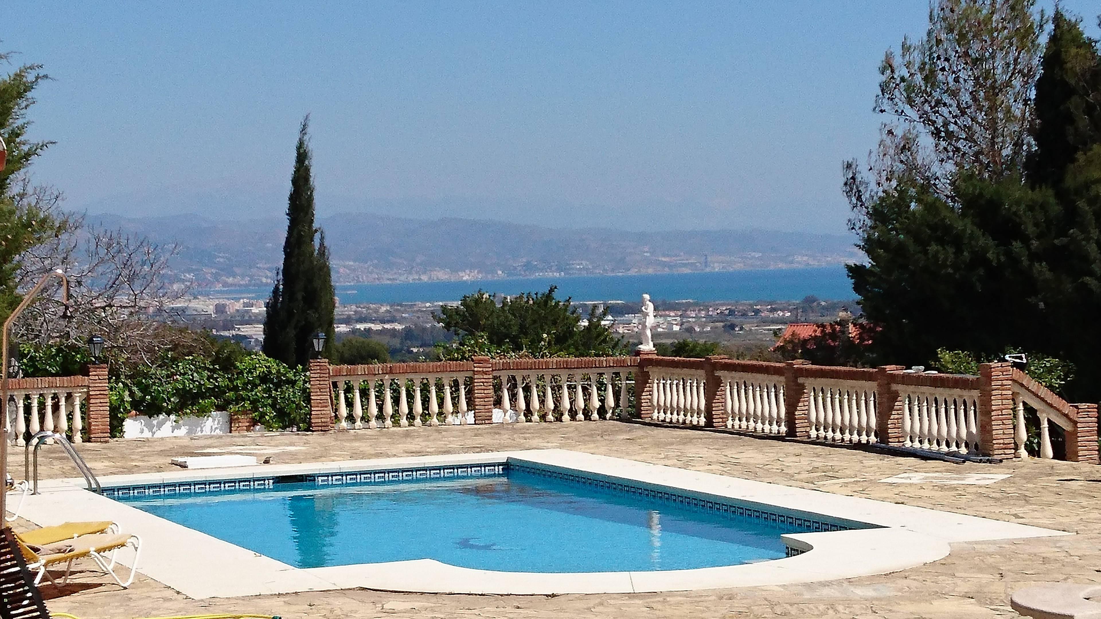 Villa con vistas nicas y piscina climatizada m laga for Piscina publica malaga