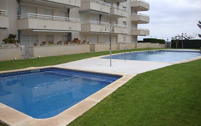 Apartment for rent on the beach front line Tarragona - Swimming pool