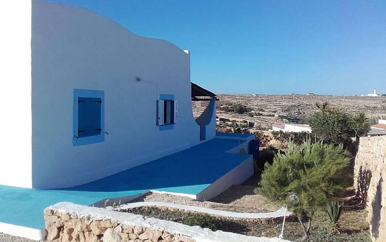 Villa Lampedusa - 4/5 persone a 80 m dalla mare - Lampedusa ...