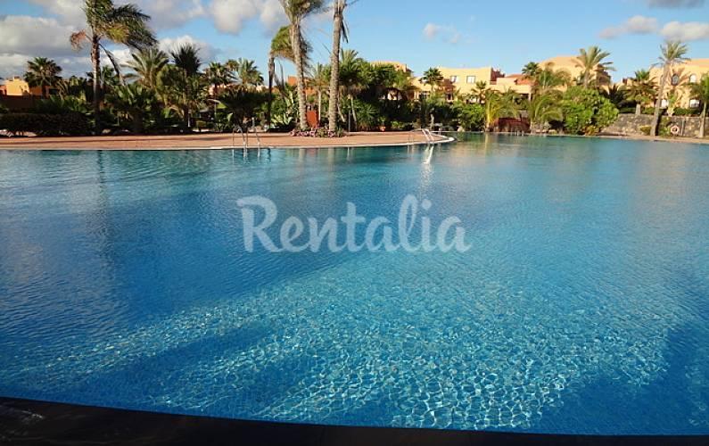 Apartamentos con piscinas de agua salada corralejo la oliva fuerteventura - Piscinas de agua salada ...