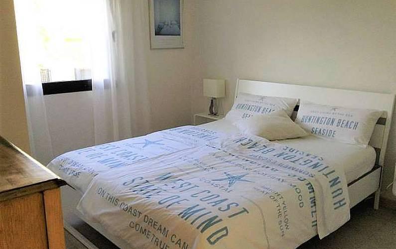 haus f r 6 personen mit privatem pool in badia blava. Black Bedroom Furniture Sets. Home Design Ideas