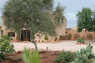 Finca rural para 8 personas con piscina  privada . Son Dalamau. Mallorca. Piscina privada. Niños bienvenidos Pista de Tenis Profesional & Pista Voleyball de arena Mallorca