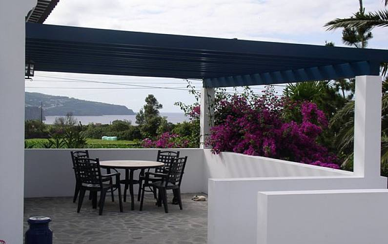 House for 4-9 people 5 km from the beach São Miguel Island - Terrace