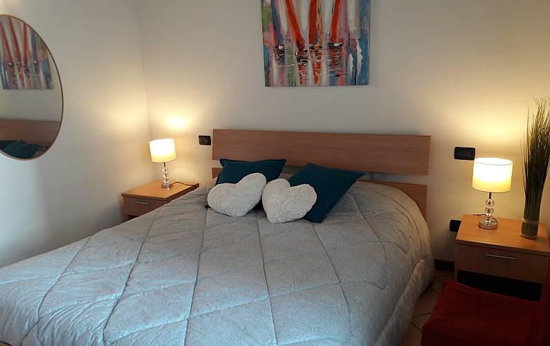 Apartments Bedroom Brescia Desenzano del Garda Apartment - Bedroom
