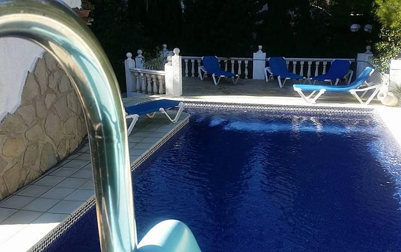 Magnifique villa pour 8 pers avec piscine priv e montgo for Toboggan piscine privee