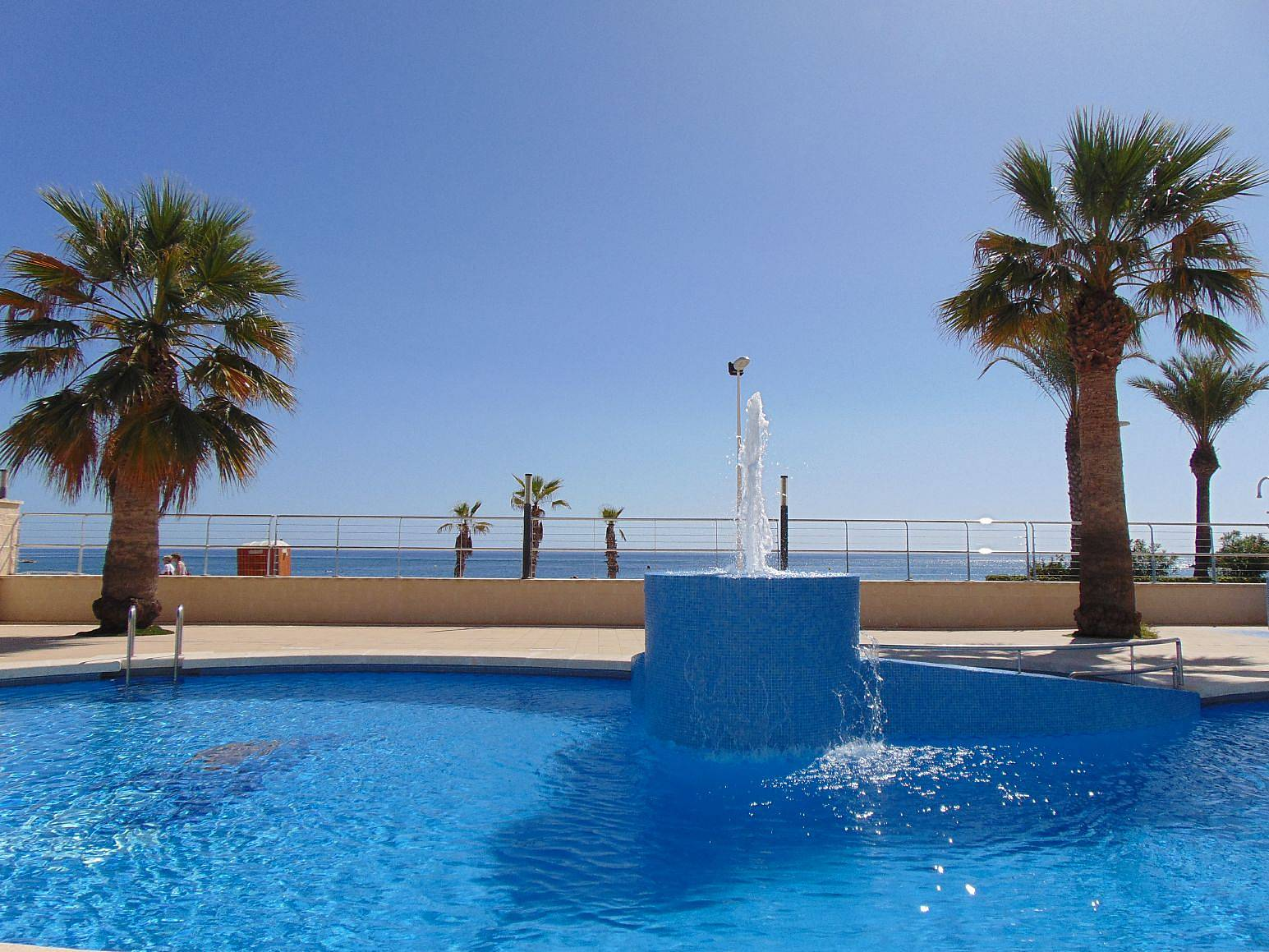 Apartamento en 1 l nea con vistas al mar y piscina calpe for Piscinas calpe