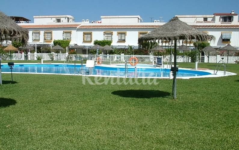 Apartamentos salobre a playa piscina salobre a granada for Piscina publica alhendin granada