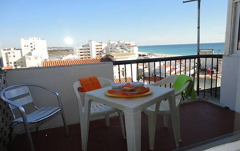 Apartamento para 4- pessoas a 50 m da praia Algarve-Faro - Terraço