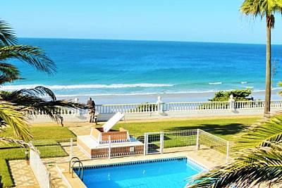 Villa con piscina 16 personas en 1a línea de playa Cádiz