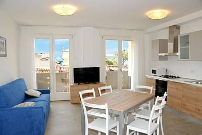 Apartamento com 2 quartos a 250 m da praia Veneza