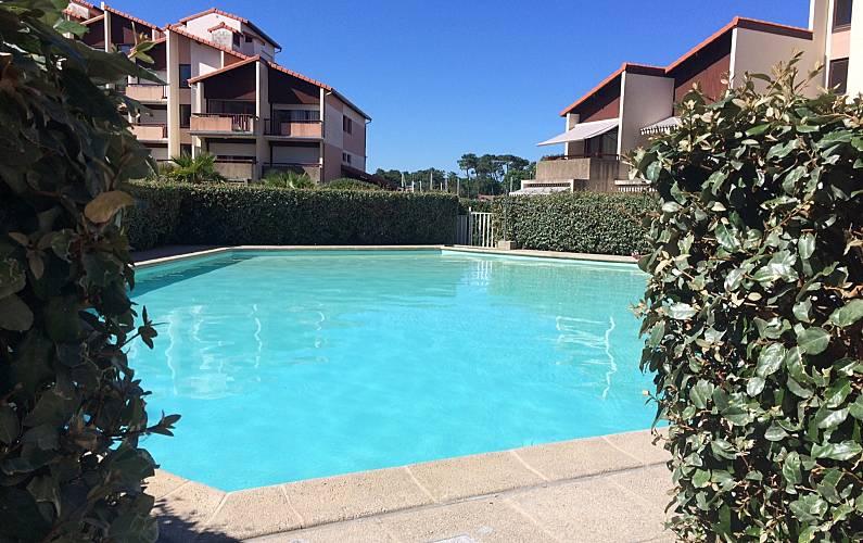 Studio w/ pool overlooking marina Landes -