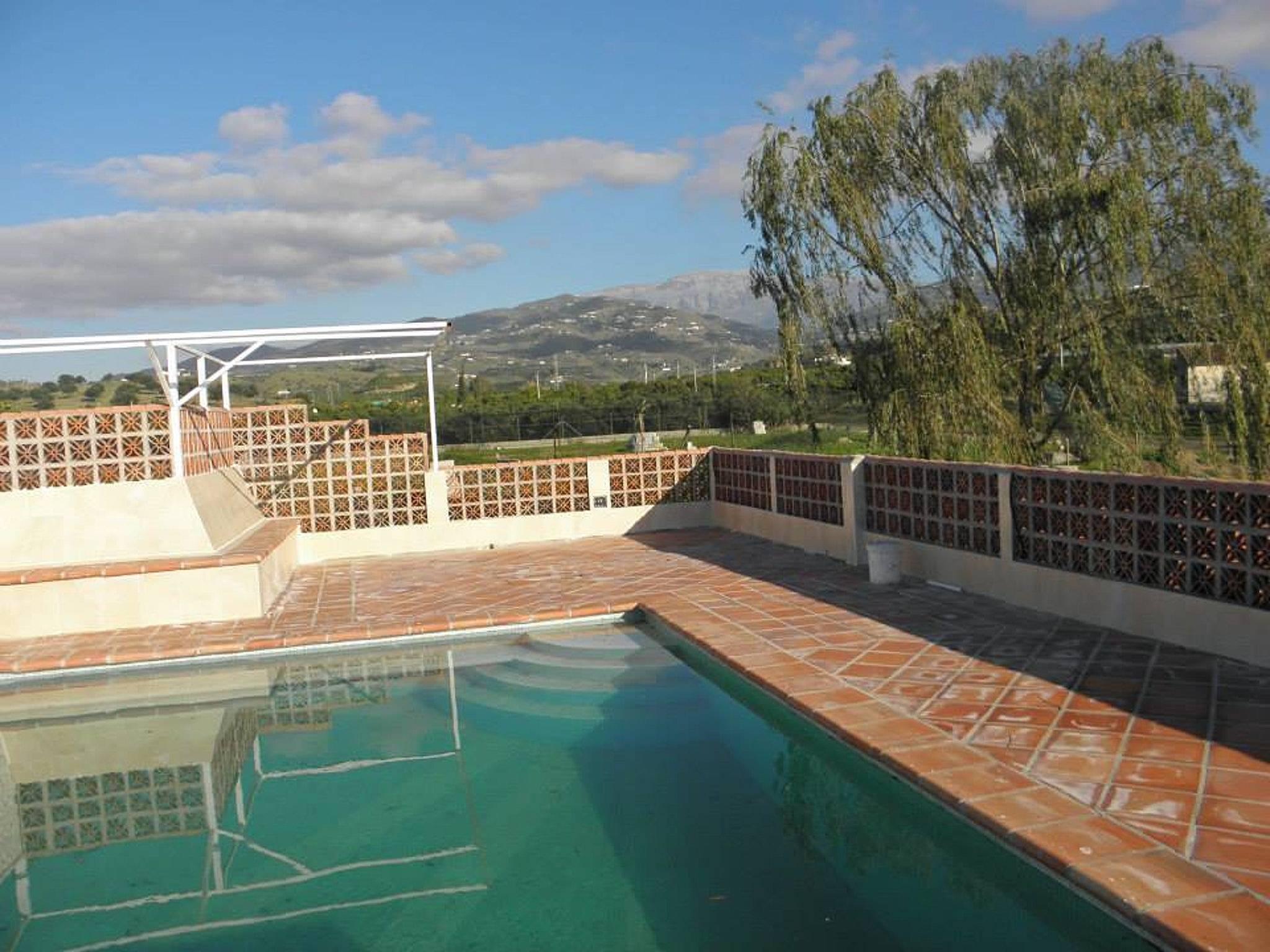 Bonito apt con acceso piscina caleta de velez v lez for Piscina publica malaga