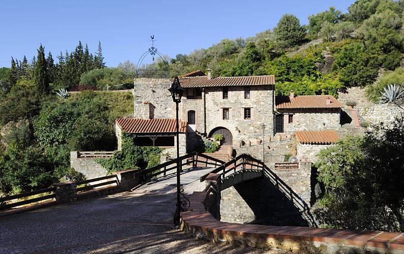 Castillo Pirineos Orientales Sainte-Colombe-de-la-Commanderie Villa en entorno rural -