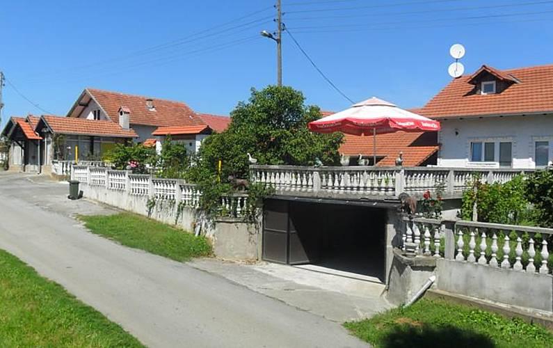 Spacious house with garden & Wifi Sisak-Moslavina -