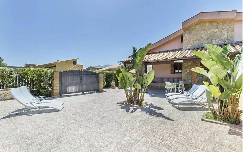 Casa in affitto a solfarelli solfarelli campofelice di for Piani di casa di campagna francese con veranda