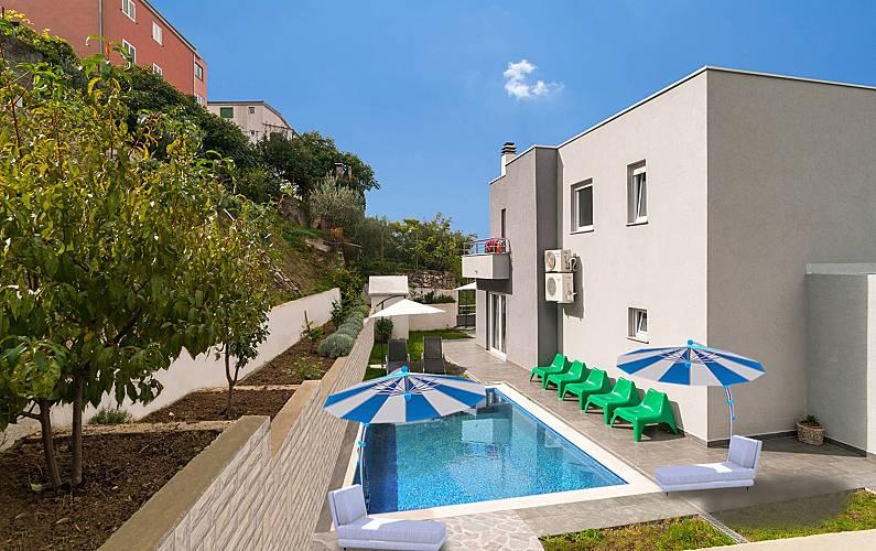 Spacious house with swimming-pool Split-Dalmatia -