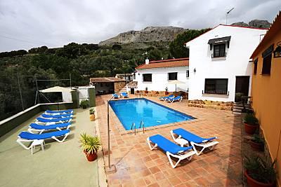 Espaciosa casa con piscina & Wifi Málaga