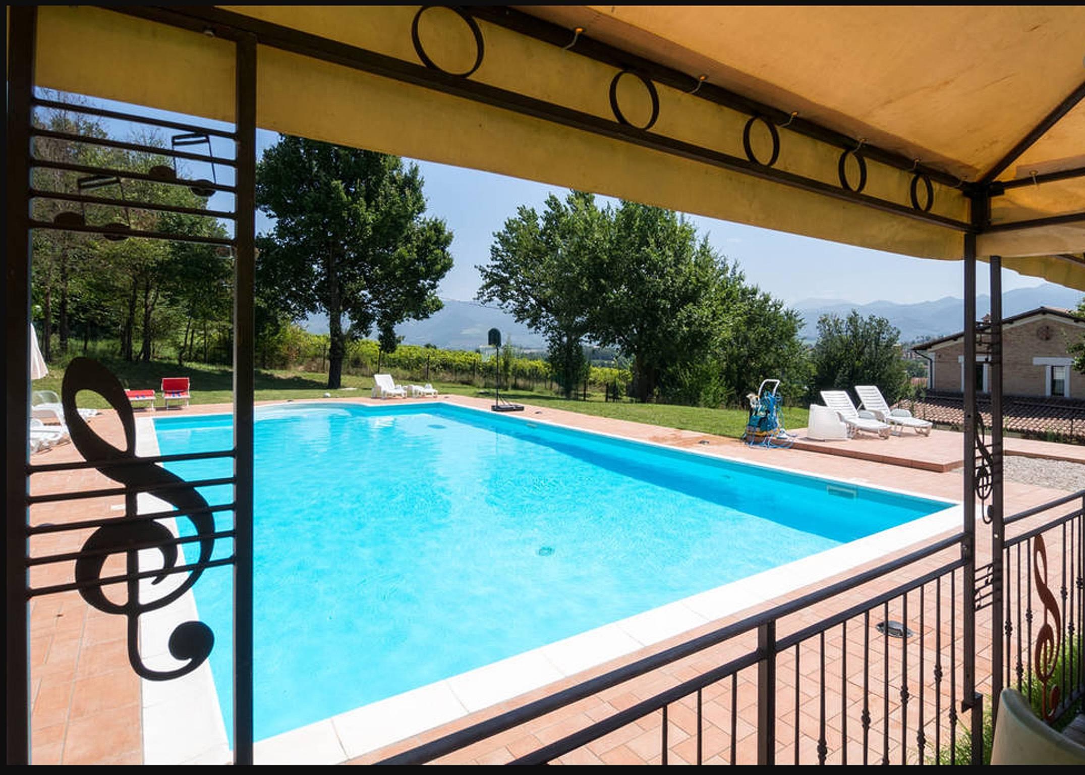 Bella casa con accesso piscina cascinano spoleto perugia for Bella casa con piscina