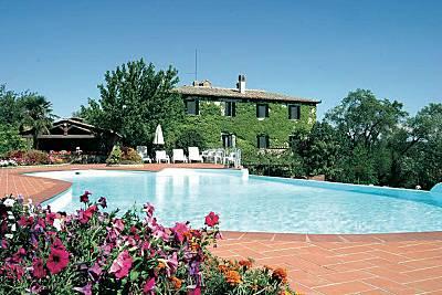 Bellissima villa con piscina Siena