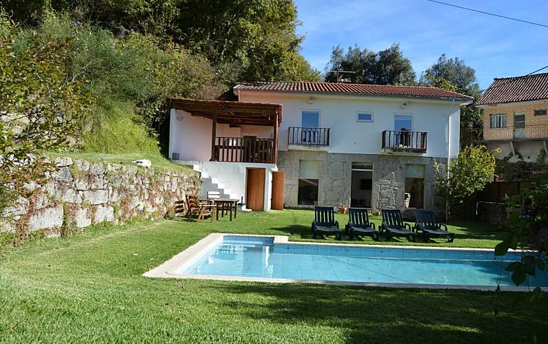 Huis met 3 slaapkamers met zwembad valdosende terras de bouro