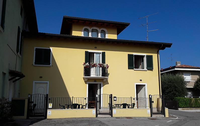 apartamentos Exterior del aloj. Brescia Desenzano del Garda Apartamento - Exterior del aloj.