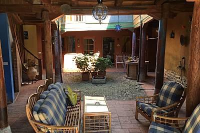 Espaciosa casa con patio amueblado León