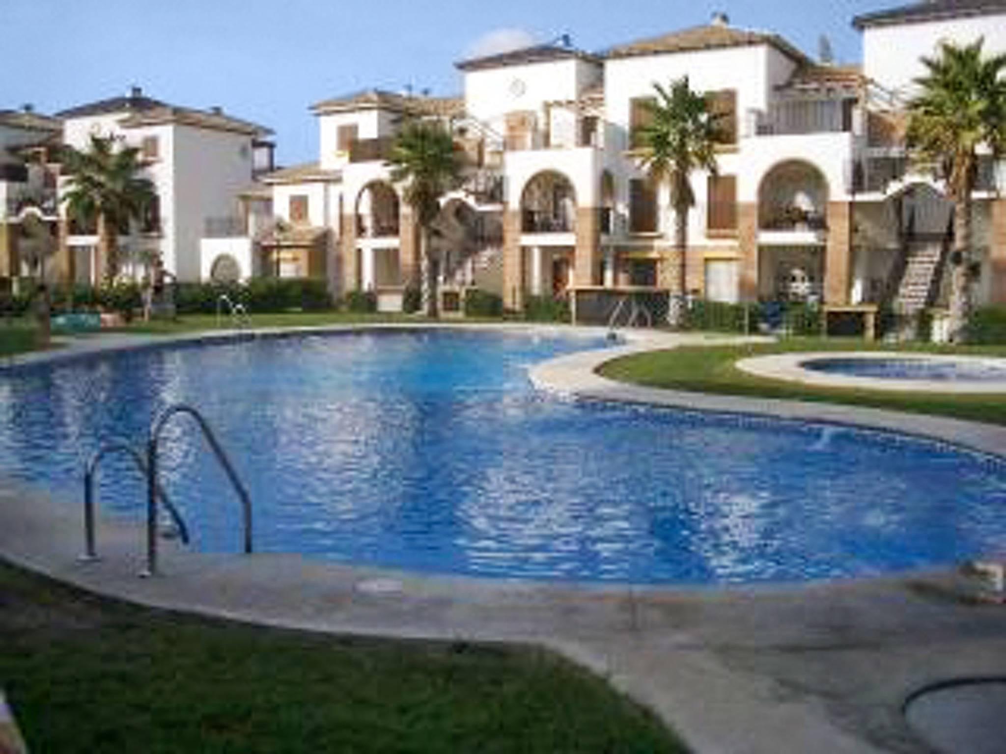 Bonito apt con acceso piscina puerto rey vera almer a for Piscinas almeria