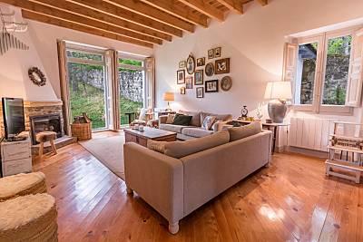 Preciosa casa centenaria con jardín Segovia
