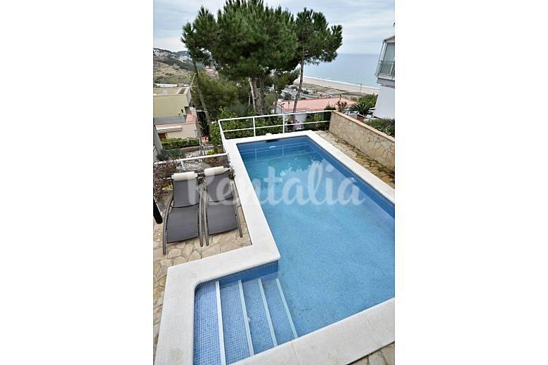 Villa de lujo con impresionantes vistas al mar for Piscina castelldefels