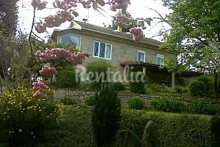 En las Rias Bajas,casa con jardin y piscina .  Pontevedra