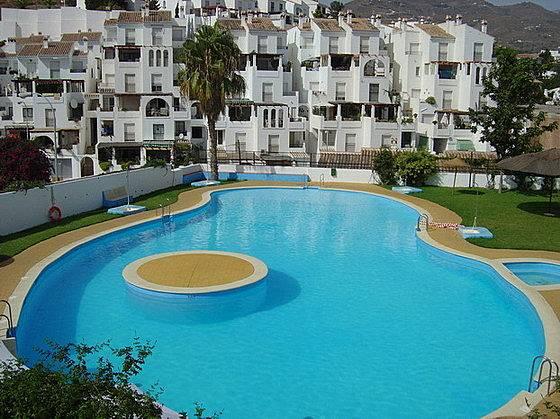 Apartamento a 100 m de la playa piscina garaje for Piscina la granada